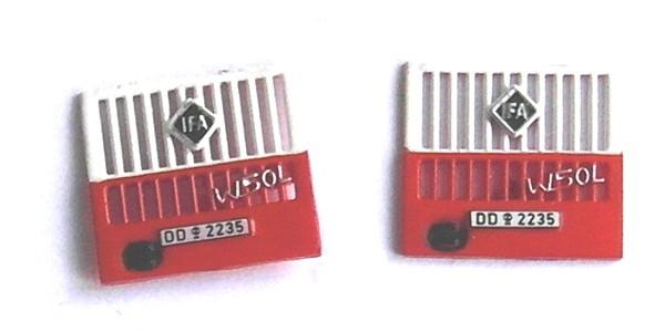 """Kühlergrill für W50 L """"Feuerwehr"""" mit Bauchbinde, 2 Stk. - Nachwendezeit"""