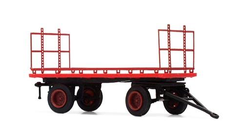 Mehrzweckwagen mit handgefertigtem Metallaufbau