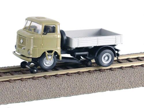 LKW W50 Zweiwegefahrzeug mit Lastpritsche, Sandbeige
