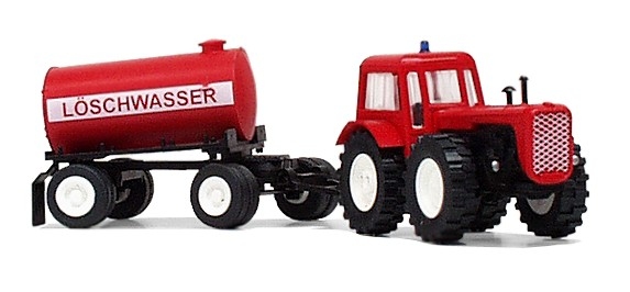 Traktor D4K mit Löschwasseranhänger