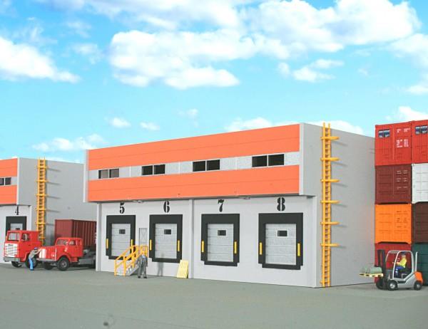 H0. Lasercutbausatz: Speditionslagerhalle mit 4 Anfahrrampen und Eingangstreppe