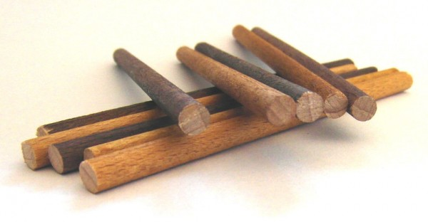 TT und H0. Ladegut Baumstämme. 10 Stück Echtholz Buche 5 x 99 mm gefärbt.