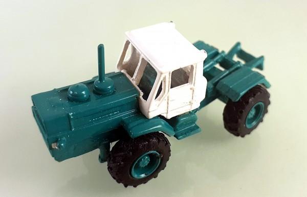 TT: Traktor T-150K -Kleinserienmodell grün / weiß
