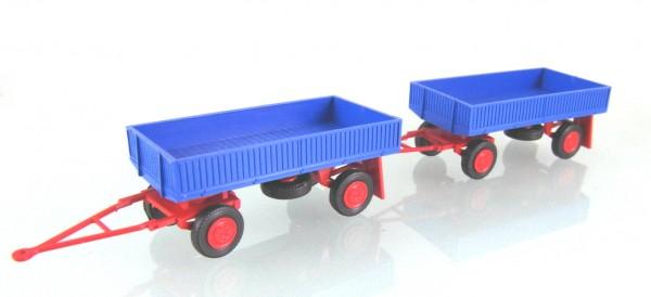 2 Stück Landwirtschaftlicher Anhänger der DDR. Typ IFA E5 mit Metallpritsche blau