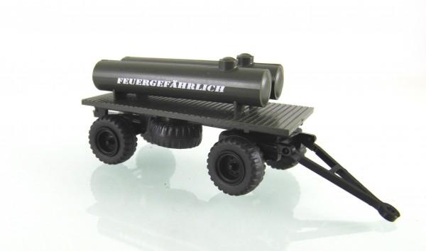 """TT: Plattformanhänger der NVA mit 2 Tanks """"Feuergefährlich"""", Niederdruck Ballonräder"""