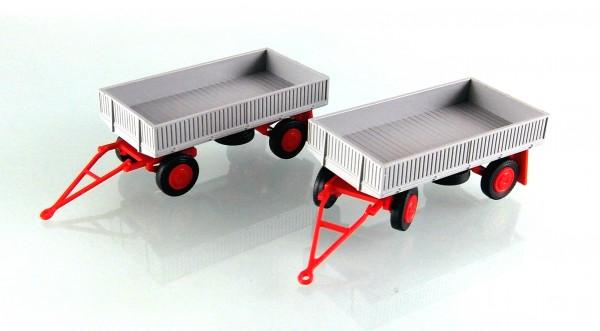 2 Stück Landwirtschaftlicher Anhänger der DDR. Typ IFA E5 mit Metallpritsche grau
